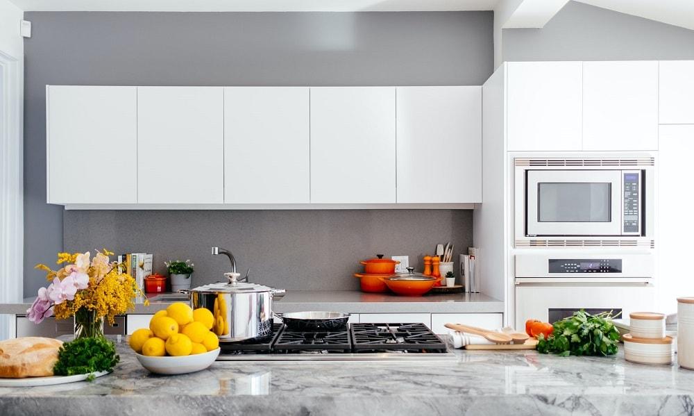 7 Pomysłów na ścianę w kuchni – inspiracje