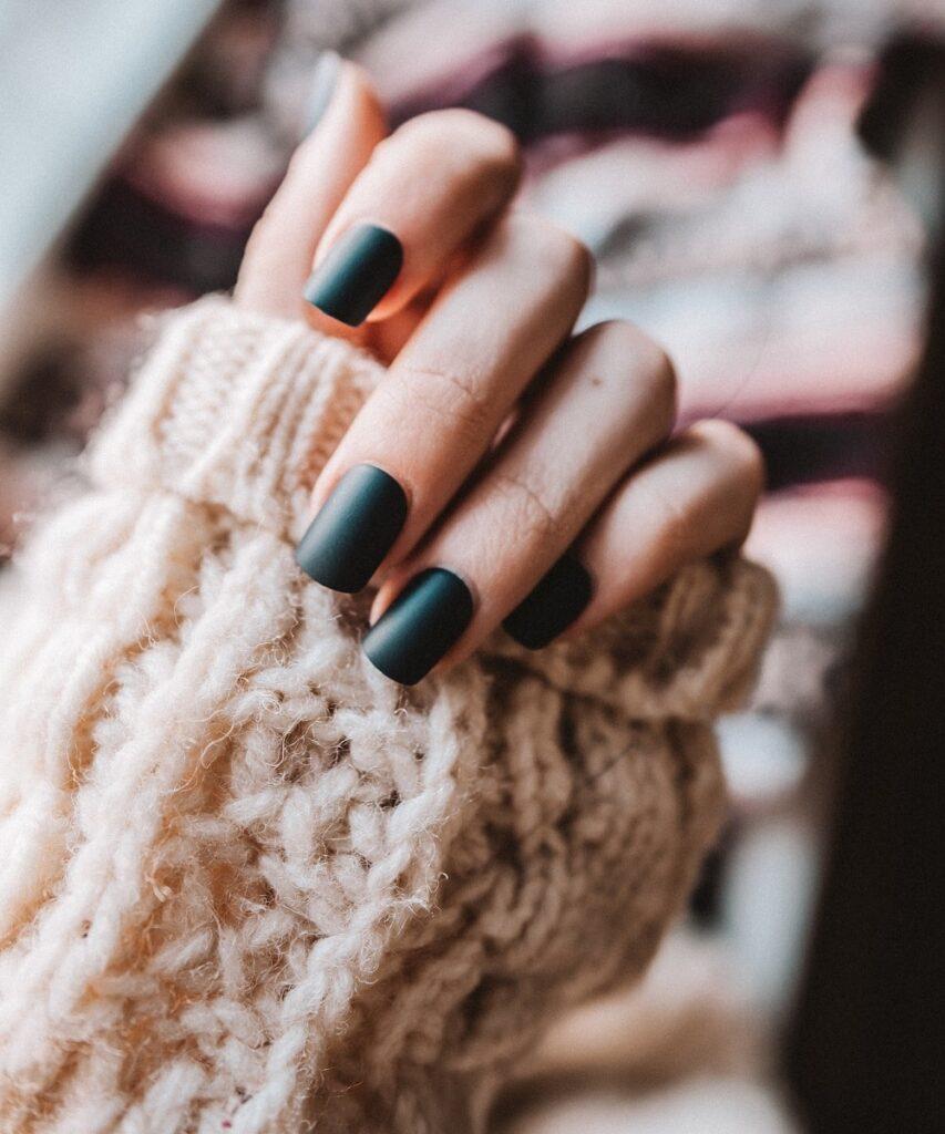 matowe paznokcie