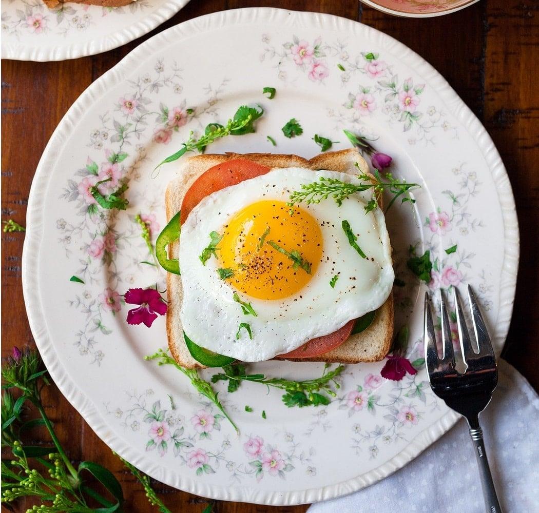 Fit tosty z jajkiem – prosty przepis