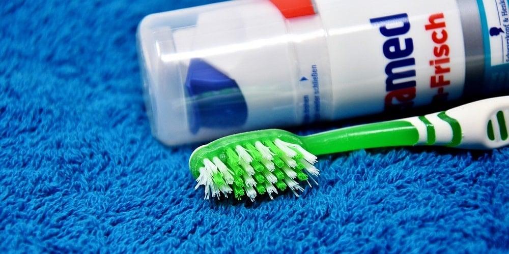 Po co szczotkować język podczas mycia zębów?