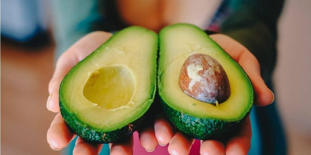 9 korzyści zdrowotnych wynikających z jedzenia awokado